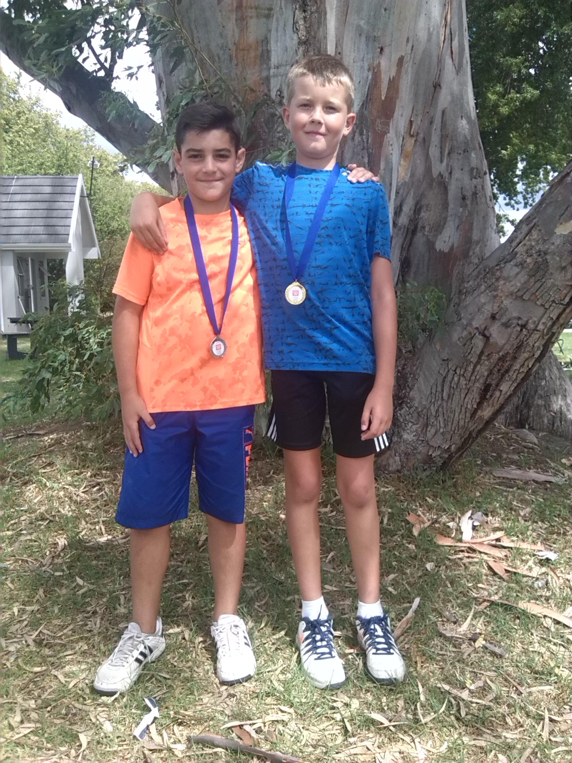 winner Gold Plate boys u/10A, Francois Decksen , right & LD Nel 2nd, left